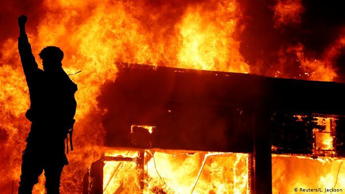 Los Ángeles, Filadelfia y Atlanta decretan toque de queda pordesórdenes