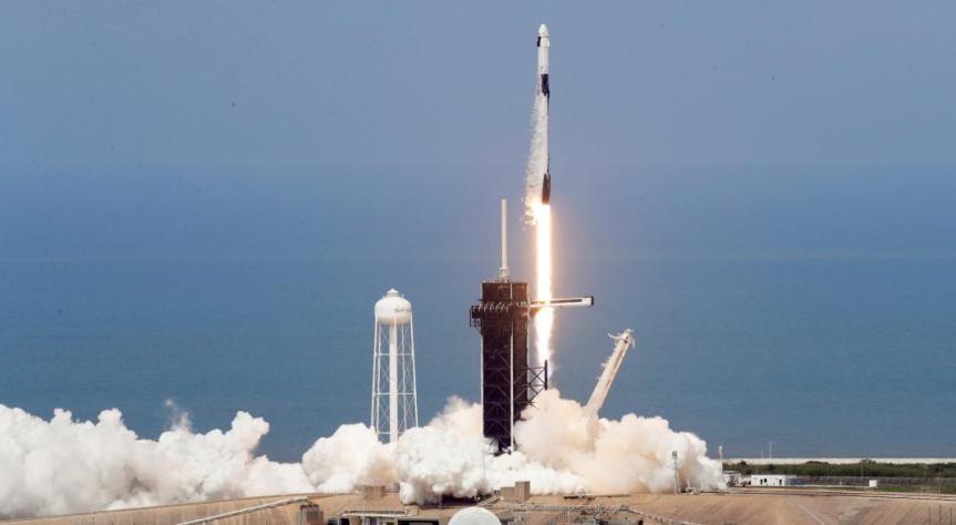 Lanzamiento de Dragon Crew marca el retorno triunfal a las estrellas, diceTrump