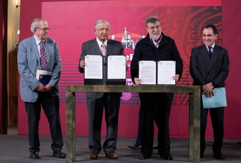 Presidente de México firma decreto para adquirir medicinas a través de laONU
