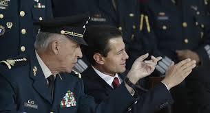 Ex titular de Defensa vuelve de EEUU a México y queda libre a la espera de serinvestigado