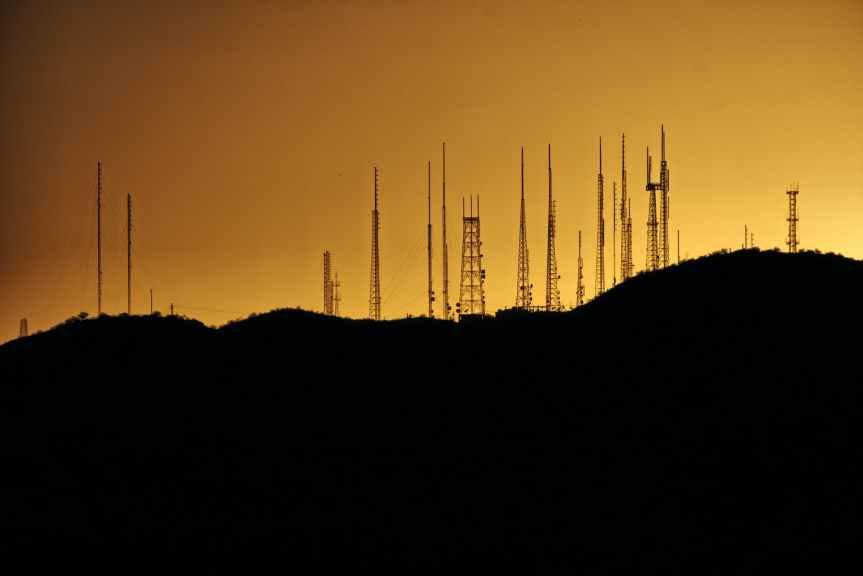 Telefónica vende sus torres en Europa y América Latina por 7,700 millones deeuros