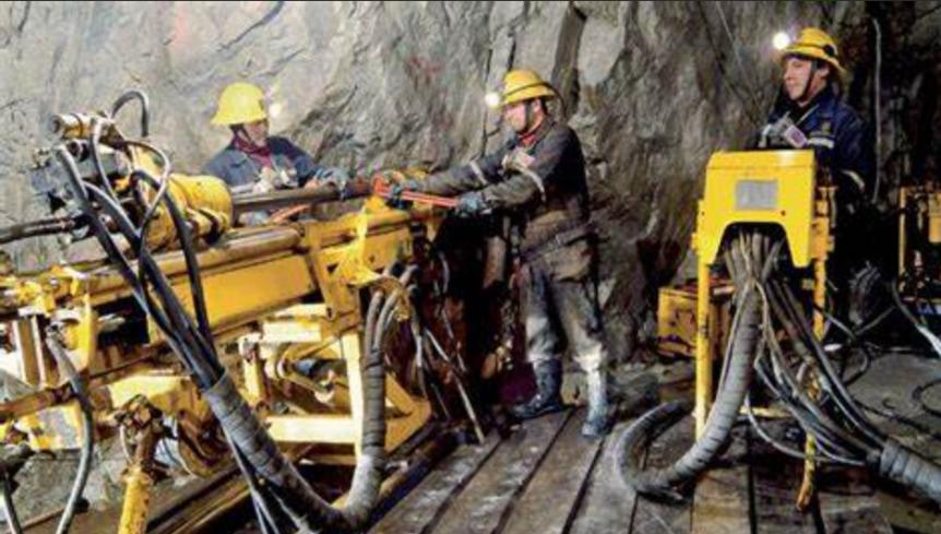 Mineros mantuvieron plazas, salarios y prestaciones, dice GómezUrrutia