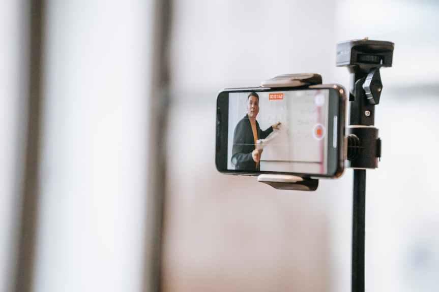 TENDENCIAS. La vida 'virtual' de los chilangos: crecen misas, clases, juntas y fiestas en línea porpandemia