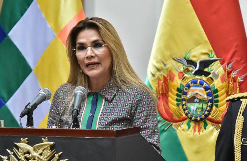 Expresidenta boliviana Áñez, aislada por covid-19 en inicio de detenciónpreventiva
