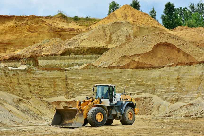 Si no respetan la ley, se revocarán concesiones a mineras: LópezObrador