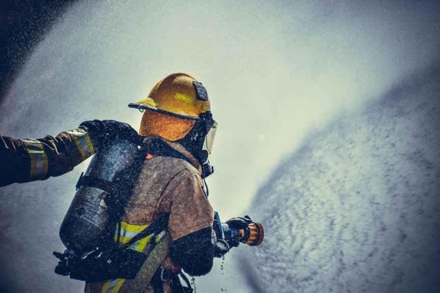 Piden jubilación de policías y bomberos los 25 años deservicio