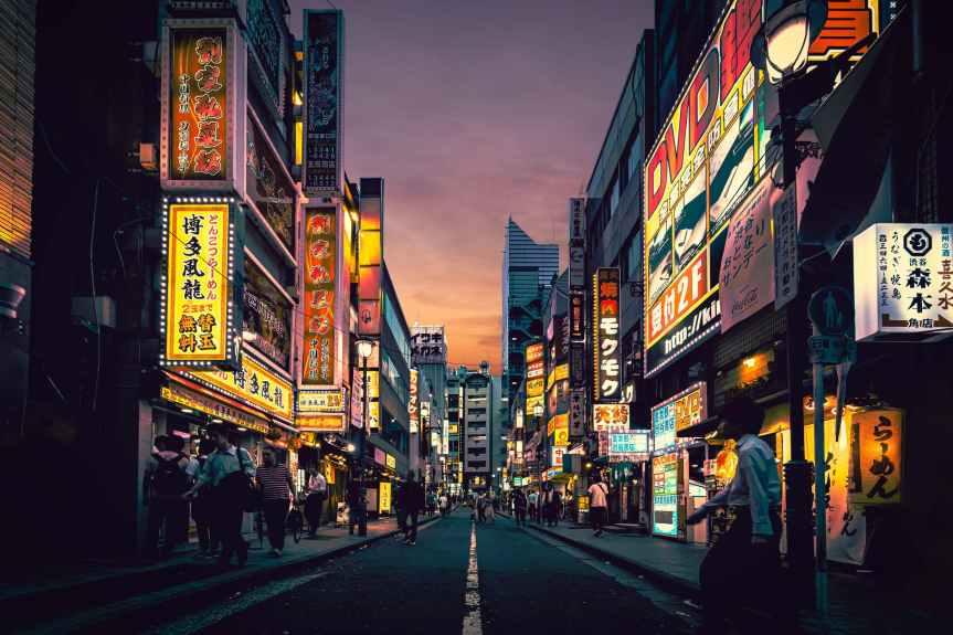 Japón vuelve a cerrar bares y teatros para frenar contagios deCovid