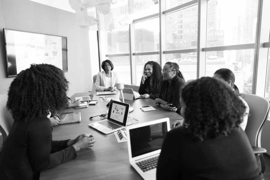 Persiste brecha de género en puestos clave deCongresos
