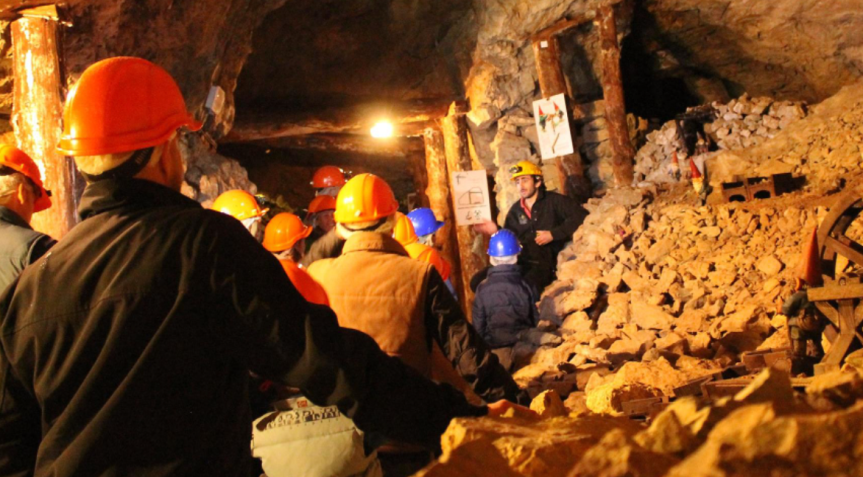 Intensifican labor para llegar hasta minerosatrapados