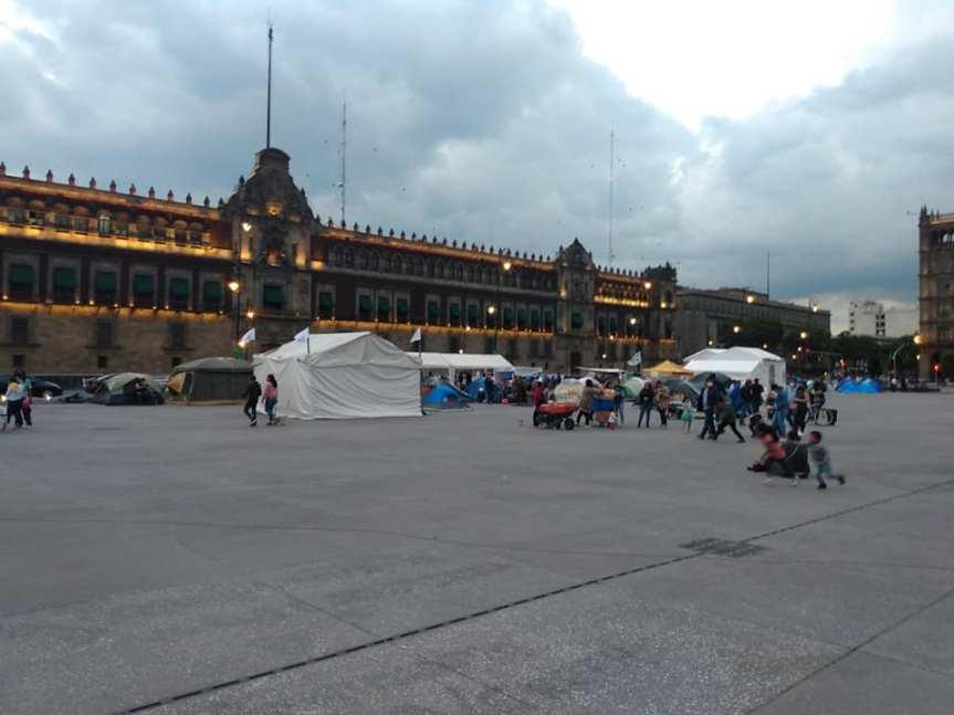 CNTE, normalistas y SME fortalecen plantón en elZócalo
