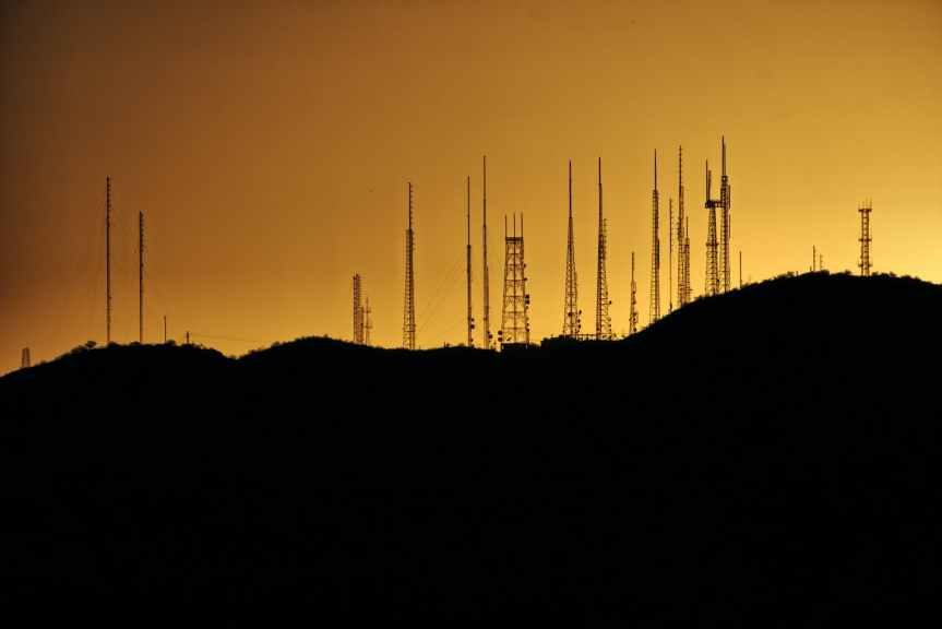 Concentración en Internet en Colombia: pocas empresas tienen posición dominante en las capas de infraestructura, servicios, aplicaciones ycontenidos