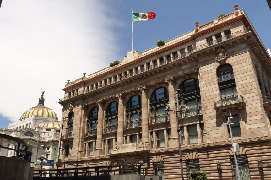 Banxico revisa al alza crecimiento de México a 6,2 % en 2021 y 3 % en2022
