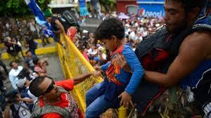 """Contienen con """"agresiones"""" caravana de migrantes enMéxico"""